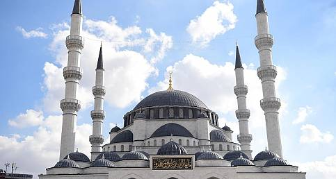 Melike Hatun Camii dualarla ibadete açıldı