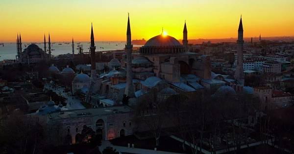 Ayasofya Camii`nde gün batımı