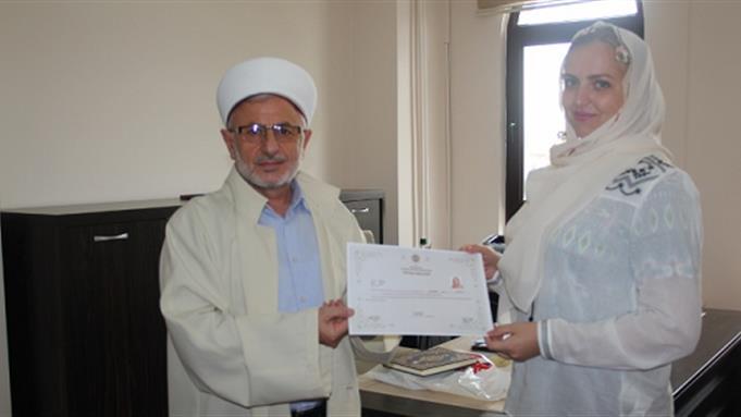 Ukraynalı Kateryna İslam'ı seçti.