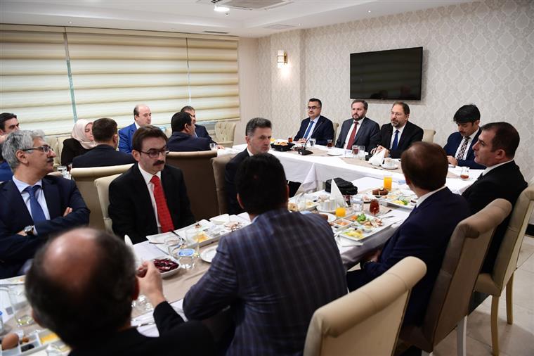 Başkan Erbaş, daire başkanlarıyla kahvaltıda bir araya geldi