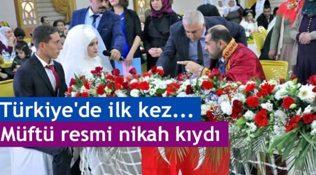 Türkiye'de ilk.. Müftü resmi nikah kıydı