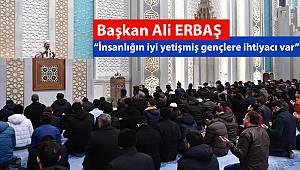 Başkan Erbaş, gençlerle birlikte Mehmetçiğe dua etti