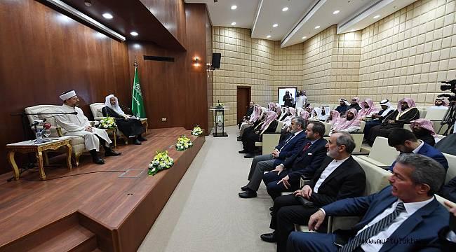 Başkan Erbaş, Riyad'da konferans verdi