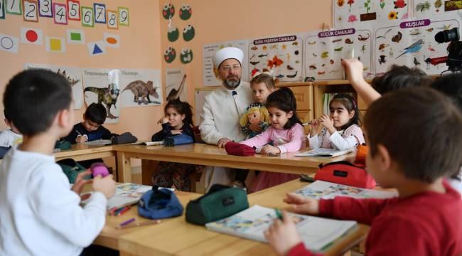 Başkan Erbaş, Özel Reyyan Anaokulunu ziyaret etti