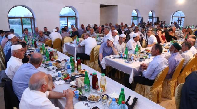 Ahıska Türklerine gıda paketi ve Kuran-ı Kerim dağıtıldı.