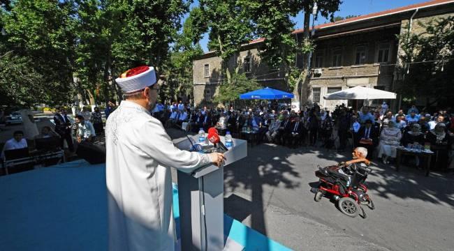 Başkan Erbaş, Darülaceze sakinleriyle bayramlaştı