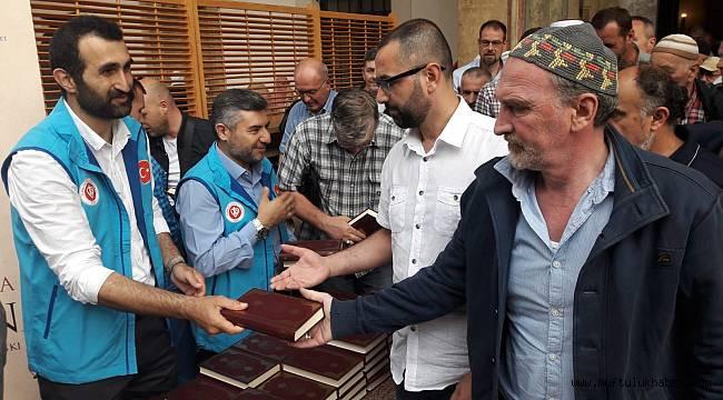 TDV'den Saraybosnalılara hediye Kur'an-ı Kerim
