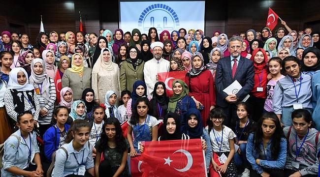 Başkan Erbaş öğrencilerle bir araya geldi