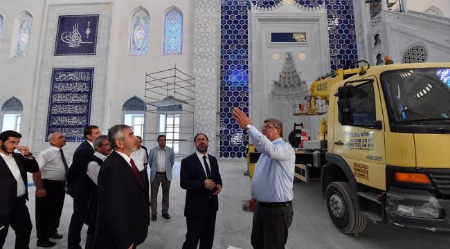 Başkan Ali ErbaşÇamlıca Camii ziyaret etti.