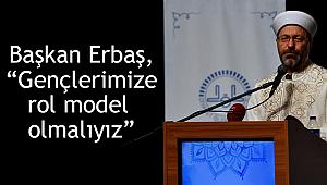 """Başkan Erbaş, """"Gençlerimize rol model olmalıyız"""""""