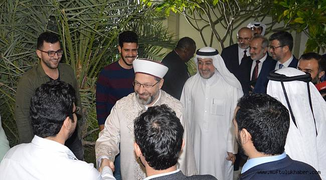Erbaş, Katar'da Yunus Emre Enstitüsü'nü ziyaret etti