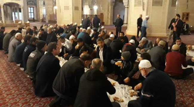 Seyhan'da Sabah Namazı Cemaatine Kahvaltı Desteği