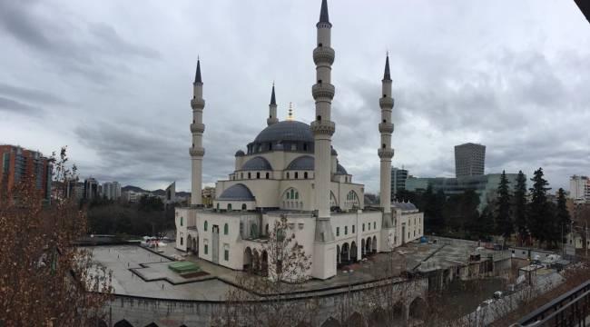 Balkanlar'ın en büyük camisi Tiran'da hızla yükseliyor