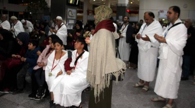 İl Müftülüğü öğrenci,öğretmenler Umre'ye gönderdi