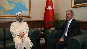 Diyanet İşleri Başkanı Erbaş'dan Bakan Akar'a ziyaret