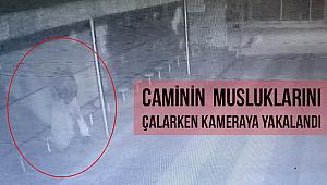 Caminin musluklarını çalarken kamera yakalandı