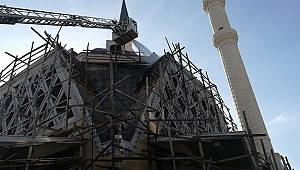 Cami inşaatında çıkan yangın paniğe neden oldu