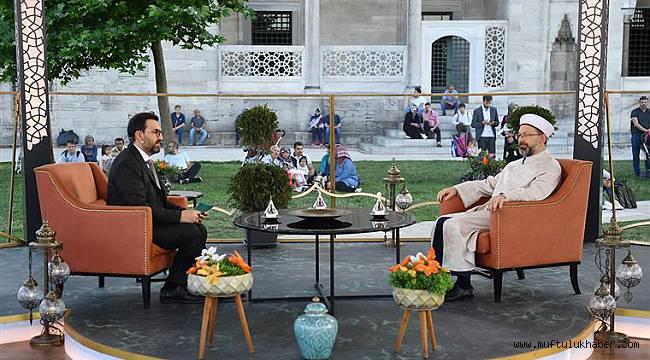 Erbaş, son iftarda Diyanet TV'ye konuk oldu