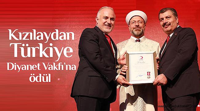 Kızılaydan Türkiye Diyanet Vakfına ödül