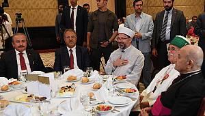 """Başkan Erbaş,""""Geleneksel Muharrem İftarı""""na katıldı."""