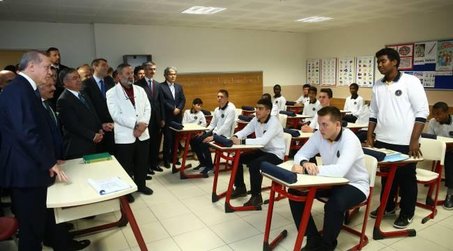 TDV den UİP öğrencilerine eğitim desteği