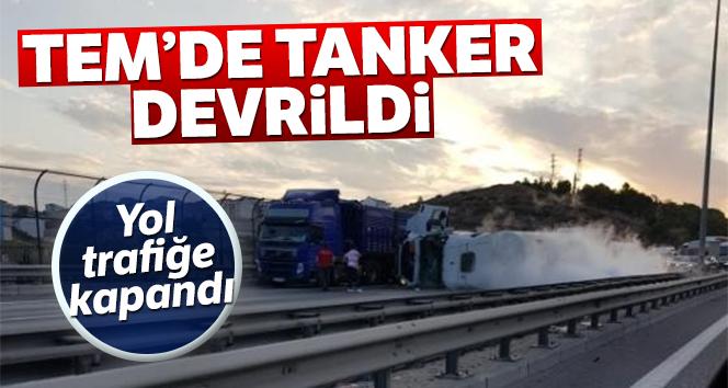 TEM'da gaz tankeri devrildi! Trafik tek şeritten sağlanıyor...