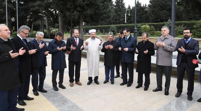 Başkan Erbaş, Bakü'de şehitlikleri ziyaret etti