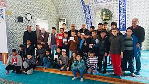 Şarköy'de camiye koşan tüm çocuklar ödüllendirildi