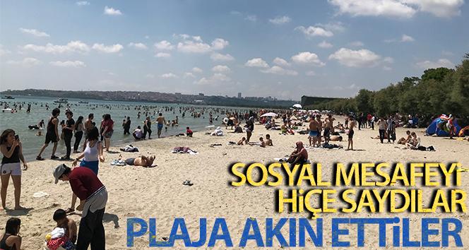 Plajlara akın eden vatandaşlar, sosyal mesafe kuralını hiçe saydı